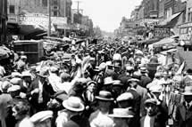 Maxwell Street Market History (Photo Credit: Chicago Tribune historical photo)