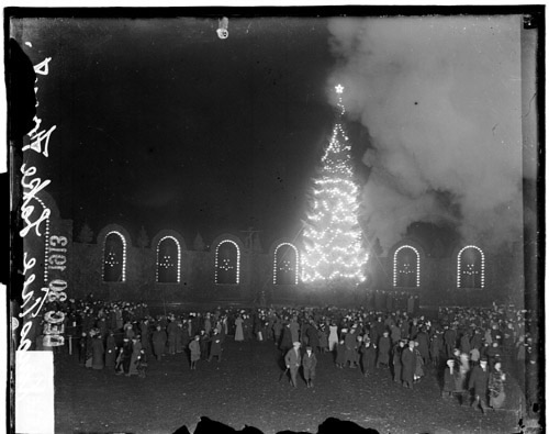 the city of chicagos 1913 christmas tree in grant park - Chicago Christmas