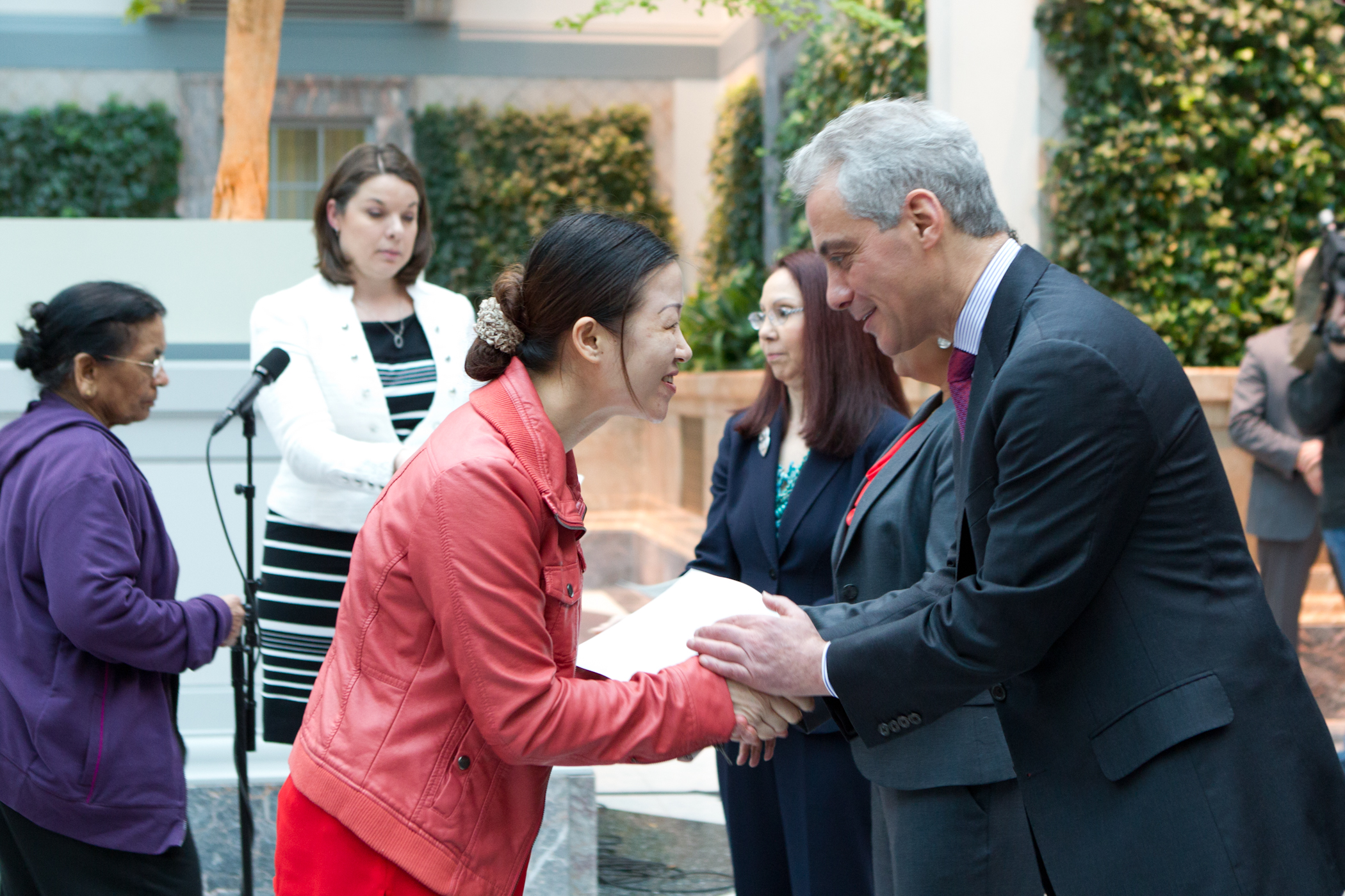 Mayor Emanuel congratulates newly naturalized citizens representing 33 countries at the Harold Washington Library during National Library Week.