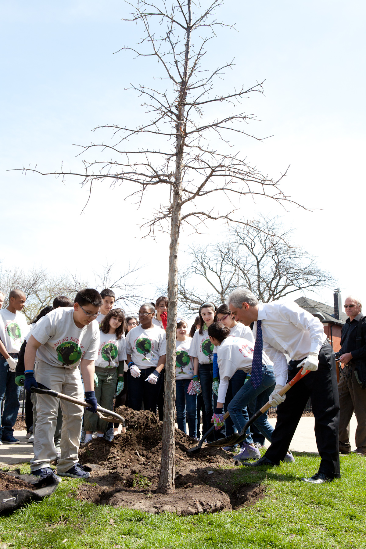 Mayor Emanuel plants a tree in celebration of Arbor Day