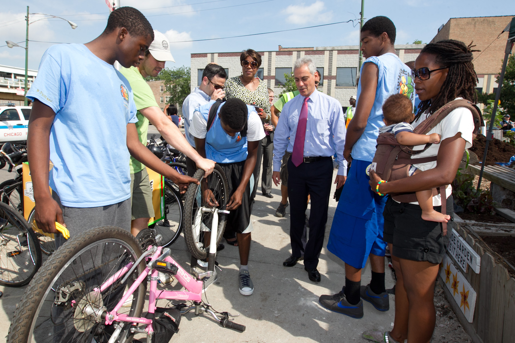 Mayor Emanuel visits with young people participating in Greencorps.