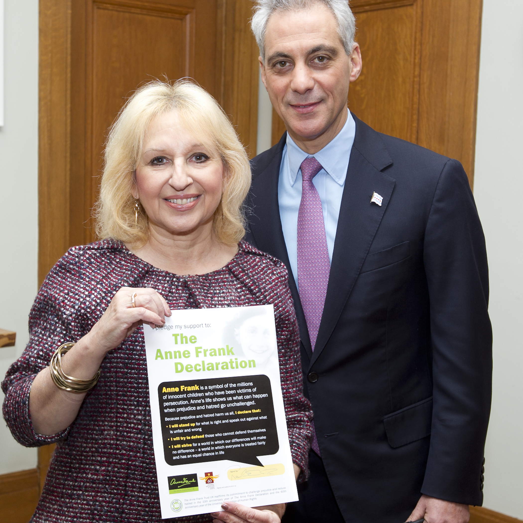 Mayor Emanuel welcomes Gillian Walnes MBE to Chicago, signing the Anne Frank Declaration to fight prejudice and hatred.