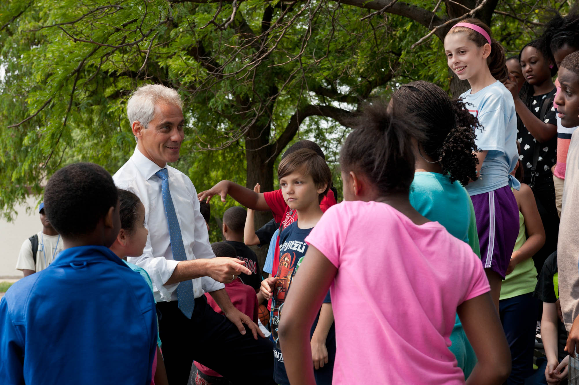 Mayor Emanuel joins young Chicagoans on the first day of Parks programming this summer