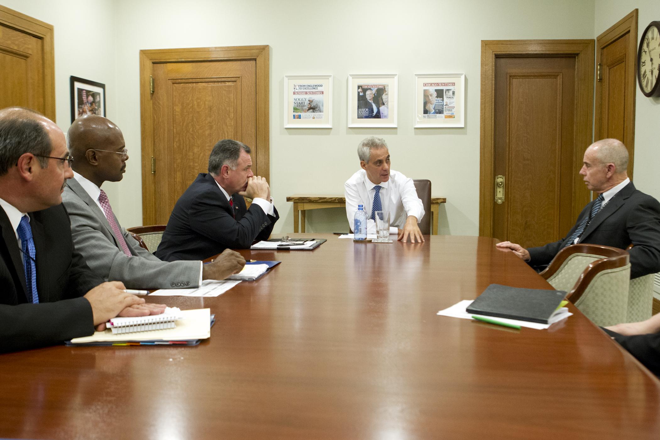 Mayor Emanuel Meets with Marathon Security Team