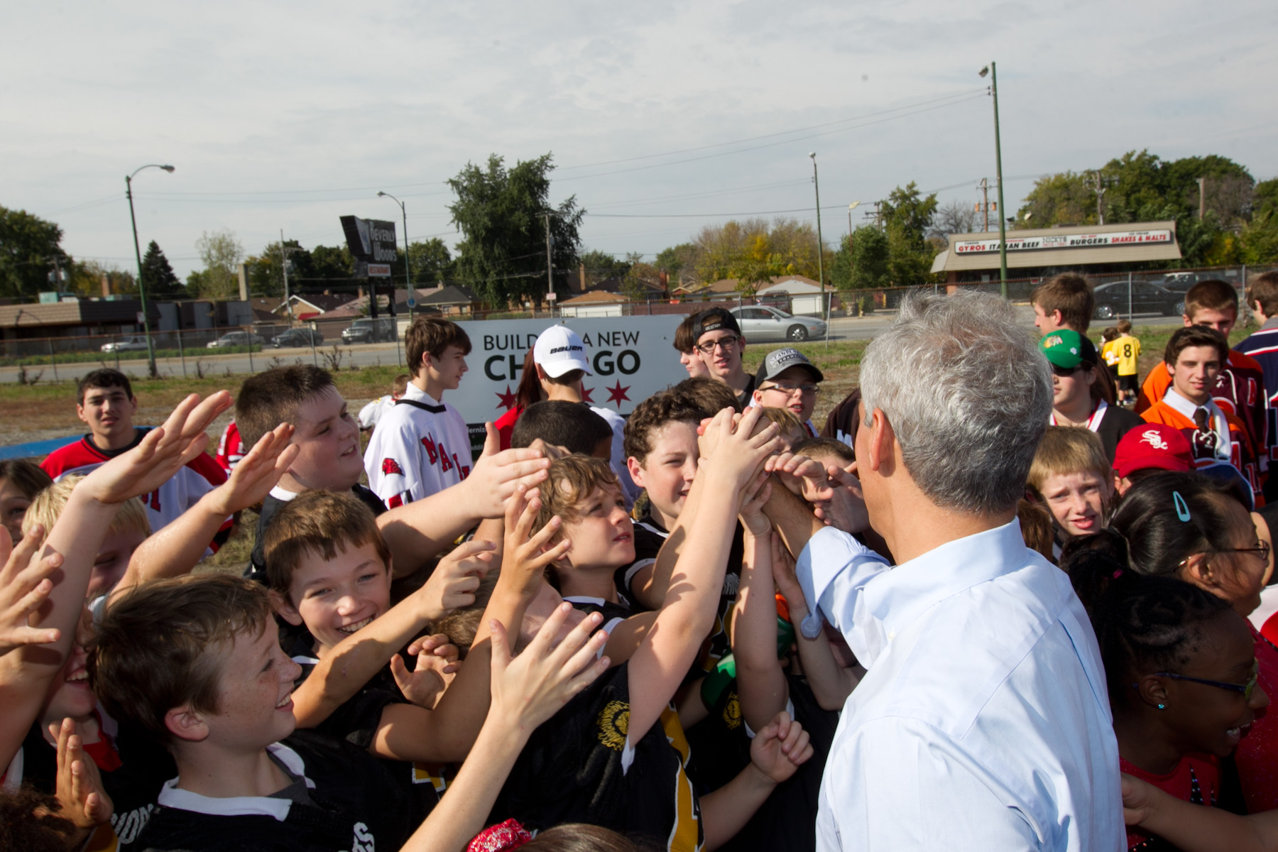 Mayor Rahm Emanuel greets youth hockey players from the Morgan Park and Beverly community