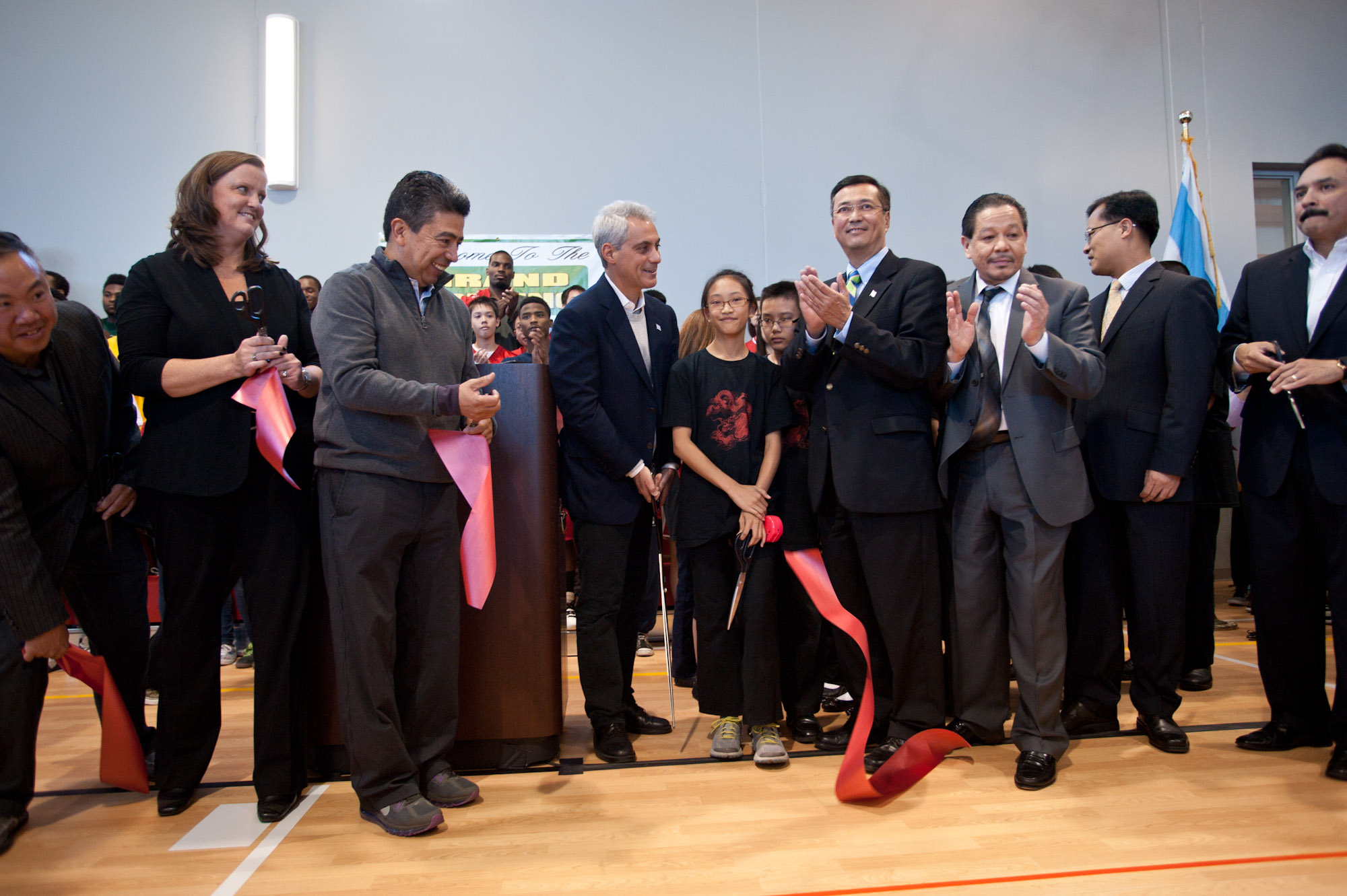 Mayor Rahm Emanuel, Alderman Danny Solis and members of the Chinatown and South Loop communities gathered today to celebrate the opening of the new fieldhouse at Ping Tom Memorial Park.