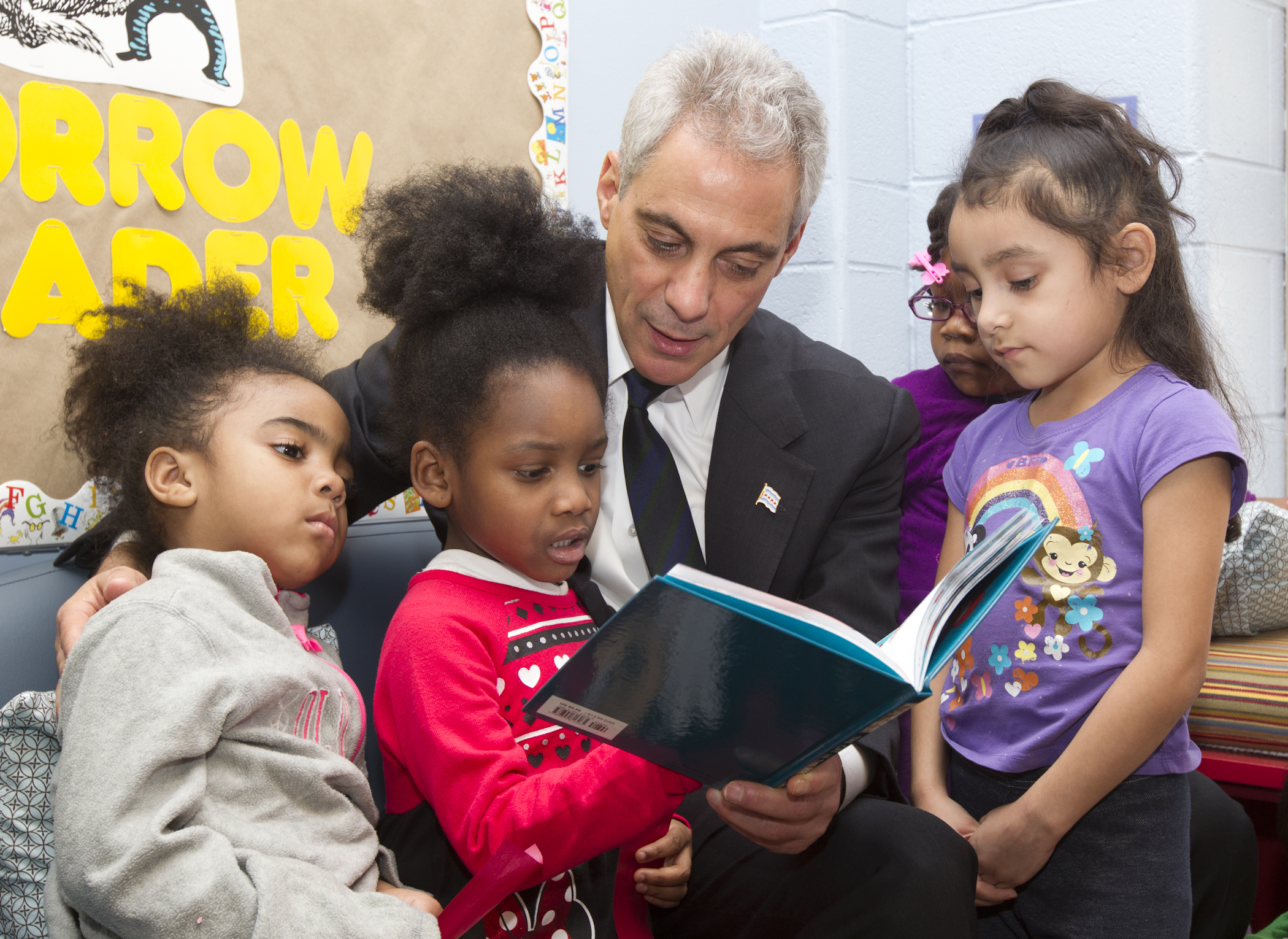 Mayor Emanuel reads to children at Metropolitan Family Services Learning and Wellness Center