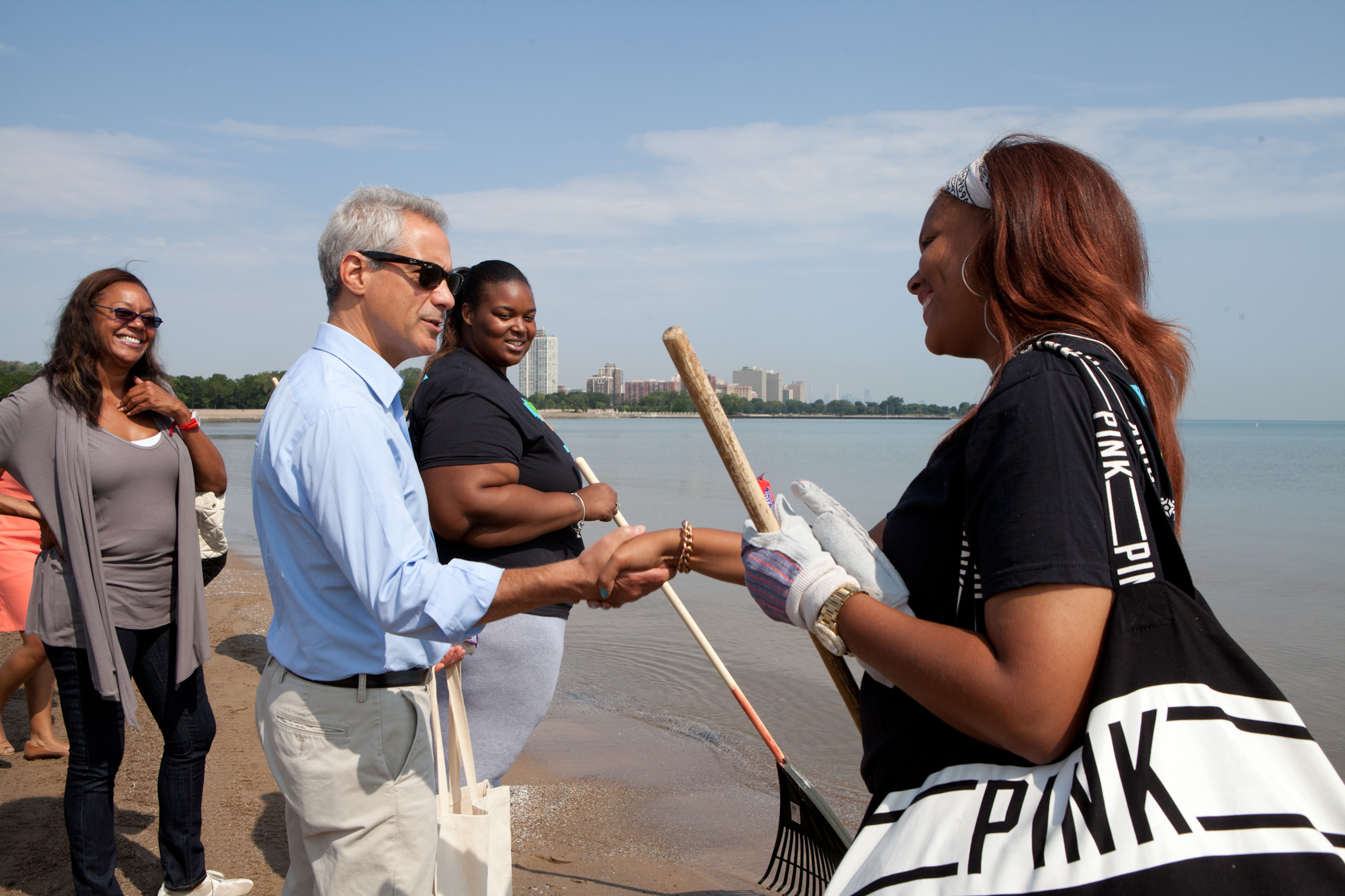 Mayor Emanuel Joins One Summer Chicago Youth 'Pitch In' To Clean City Parks