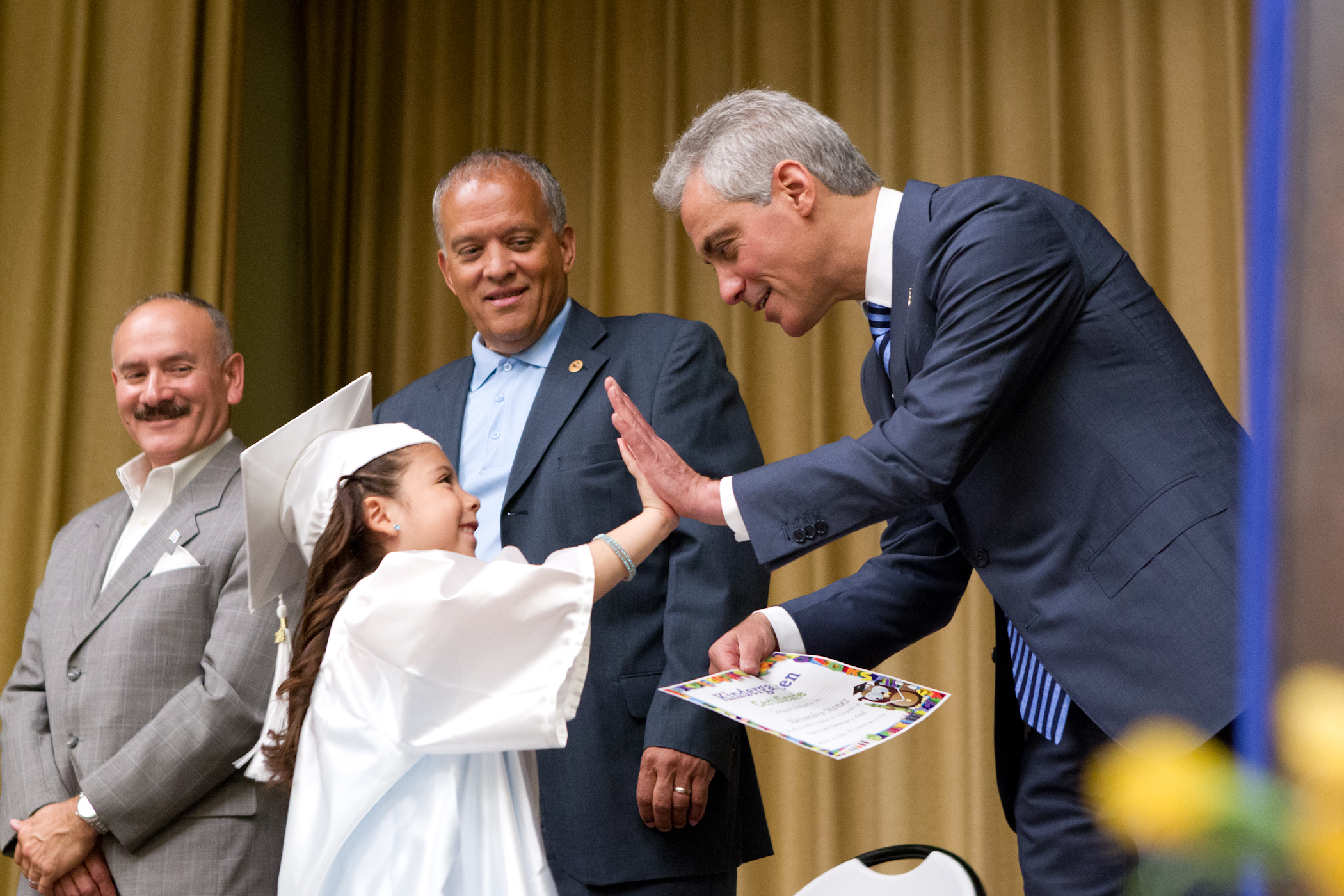 Mayor Emanuel congratulates kindergarten students during end-of-year celebration