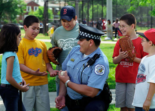Chicago Policeman talks with kids