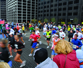Crowd cheering on a marathon in downtown Chicago