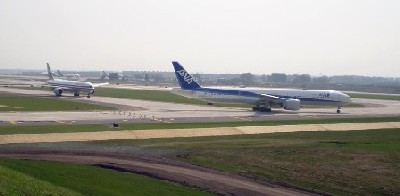 Image of airplanes at O'Hare Airport